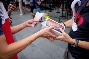 iPhone ế ẩm, lái buôn bán tháo tại Apple Store Singapore
