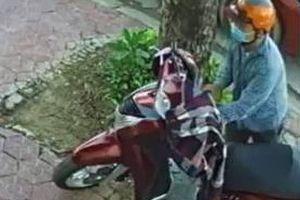 Tên trộm dùng vam phá khóa trộm xe SH trước quán cà phê