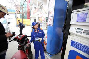 Giá xăng tăng 320 đồng/lít từ 15h chiều nay