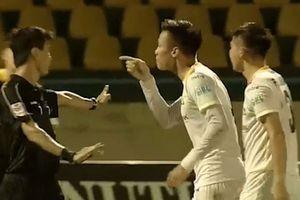 Hậu vệ Quế Ngọc Hải thoát án phạt sau vòng 23 V.League 2018
