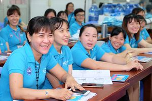 'Xóa mù' kiến thức sức khỏe sinh sản cho nữ công nhân