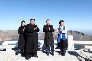 Truyền thông Triều Tiên 'ca khúc khải hoàn' khi lãnh đạo Hàn –Triều cùng leo núi thiêng