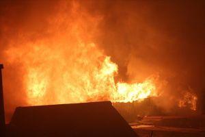 Nóng: Phát hiện thi thể trong khu nhà cháy của ông Hiệp 'khùng' cạnh bệnh viện Nhi