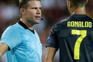 Lý lịch bất ngờ về trọng tài rút thẻ đỏ đuổi Ronaldo