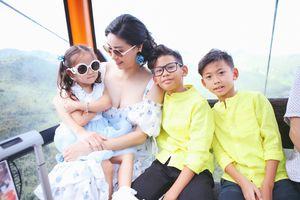 Hà Kiều Anh khoe ảnh viên mãn bên chồng và 3 con