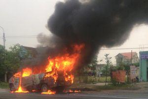 Xe 16 chỗ bốc cháy ngùn ngụt sau tai nạn trên quốc lộ 1A