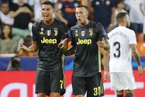 Báo chí châu Âu đưa tin Cristiano Ronaldo chỉ bị cấm thi đấu 1 trận