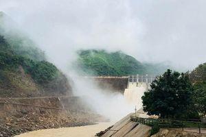 Thủy điện Bản Vẽ hỗ trợ huyện Tương Dương làm cầu, dựng trường