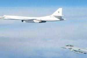 Tiêm kích Anh chặn 2 máy bay ném bom hạng nặng của Nga