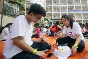 Học sinh Hà Thành làm mặt nạ giấy bồi đón Trung thu truyền thống
