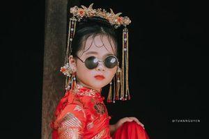 Độc lạ bộ ảnh mẫu nhí trong hỷ phục Trung Hoa khiến dân mạng trầm trồ