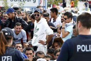Đức: Cảnh sát điều tra các cuộc tấn công vào người di cư