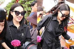 Nhã Phương mặc áo đen che dáng khi đến dâng hương đền thờ Tổ của Hoài Linh