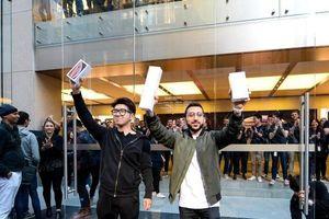 Chân dung hai chàng trai may mắn sở hữu iPhone XS sớm nhất
