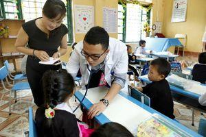 Hơn 200 học sinh được khám sàng lọc tim bẩm sinh