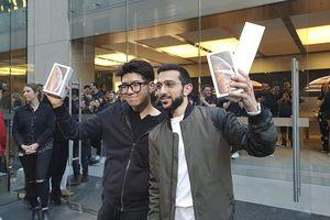 Đến hẹn lại lên, iFan nô nức đi mua iPhone Xs trong ngày mở bán đầu tiên