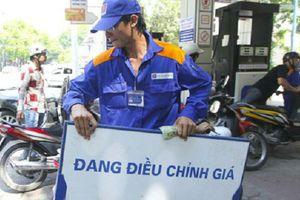 Từ 15h chiều nay, giá xăng tăng mạnh vượt đỉnh 21.000 đồng/lít