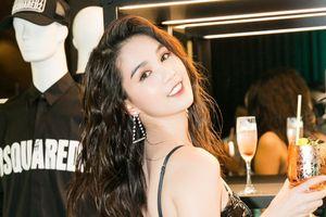 Ngọc Trinh diện váy PVC chiếm hết spotlight tại sự kiện