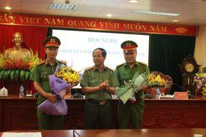 Khen thưởng tập thể, cá nhân phá án vụ hai nghi phạm giết tài xế cướp ô tô rồi ném xác xuống đèo Thung Khe