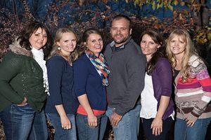 Cuộc sống hạnh phúc, đáng ngưỡng mộ của một ông chồng sống chung với 5 bà vợ