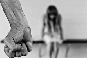 Con gái ruột bị cha cưỡng hiếp suốt 4 năm ròng
