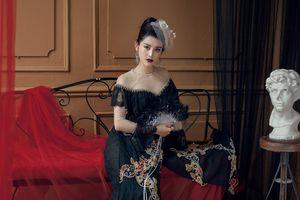 Á hậu Huyền My đẹp ma mị với áo dài phong cách hoàng gia