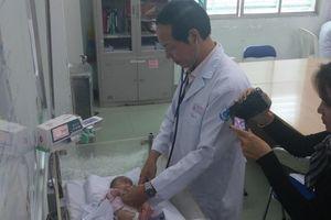 Cứu cánh tay cho bé sinh non bị hoại tử do tắc mạch máu, nhiễm trùng huyết