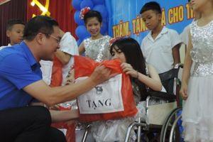 Thành đoàn Hà Nội tặng quà thiếu nhi có hoàn cảnh khó khăn dịp Tết Trung thu