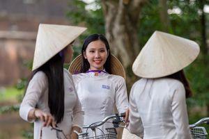 Từ Hà Nội, nên đi Huế bằng tàu hỏa hay máy bay?