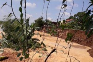 Sạt lở bãi sông đe dọa nhà dân ở Chí Linh