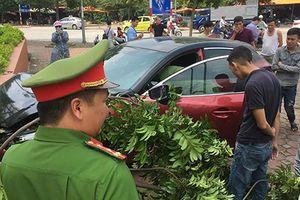 Vừa bị phạt, xe Mazda 3 lại đâm liên hoàn náo loạn phố Hà Nội