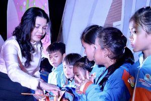 Trao quà trung thu trị giá hơn 310 triệu đồng cho trẻ em nghèo