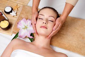 Bật mí cho phái nữ liệu pháp massage mặt, thư giãn tại nhà đạt chuẩn như spa
