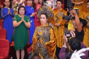 Nhiều nghệ sĩ tập trung về sân khấu Trịnh Kim Chi cúng giỗ Tổ