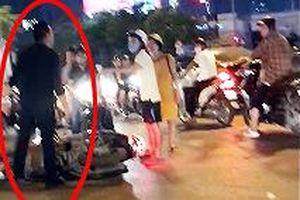 Người phụ nữ mang bầu bị thanh niên đi SH xô ngã sau va chạm
