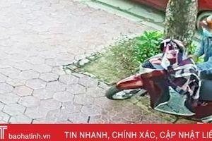 Truy tìm 2 kẻ bịt mặt bẻ khóa xe SH trước quán cà phê ở TP Hà Tĩnh