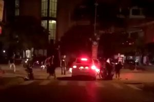 Clip nhóm trẻ trâu 2k cầm gạch đập phá taxi, đánh tài xế ở Hà Nội