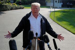 Trump trì hoãn lệnh công khai tài liệu điều tra Nga