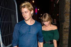Joe Alwyn đã nói về mối quan hệ với Taylor Swift rồi: 'Mẹ rắn' tung nhạc mới đắm chìm tình yêu đi nào!