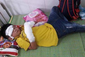 Nghệ An: Điện thoại nổ, một cháu bé bị nát hai bàn tay