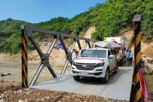 Hoàn thành xây cầu tạm, Mường Chanh thoát cảnh cô lập do mưa lũ