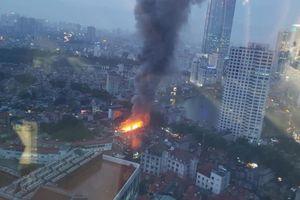 Hà Nội: Phát hiện 2 thi thể trong vụ cháy lớn tại đường Đê La Thành