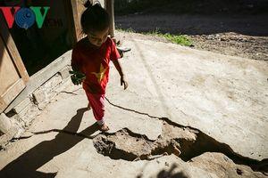 Vết nứt lớn đe dọa dọa tính mạng 44 hộ dân xã Tìa Dình ở Điện Biên
