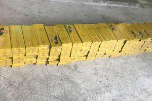 Phát hiện xe khách vận chuyển 2.000 bao thuốc lá lậu ở Quảng Nam