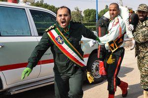 Khoảnh khắc khủng bố xả súng vào lễ diễu hành ở Iran làm 24 người chết