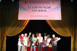 Tôn vinh nghệ sĩ xuất sắc trong Ngày Sân khấu Việt Nam