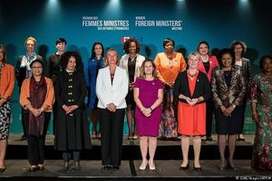 Phụ nữ tham gia các quyết định, xã hội an toàn hơn
