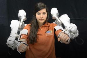 Cánh tay máy cứu thế cho bệnh nhân bị rối loạn thần kinh