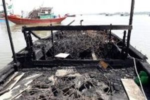 Cháy hai tàu cá ở Thanh Hóa