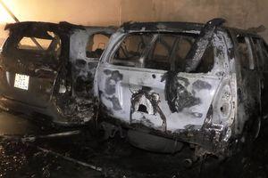Gara ở Đà Nẵng cháy lớn, nhiều ôtô bị lửa thiêu rụi